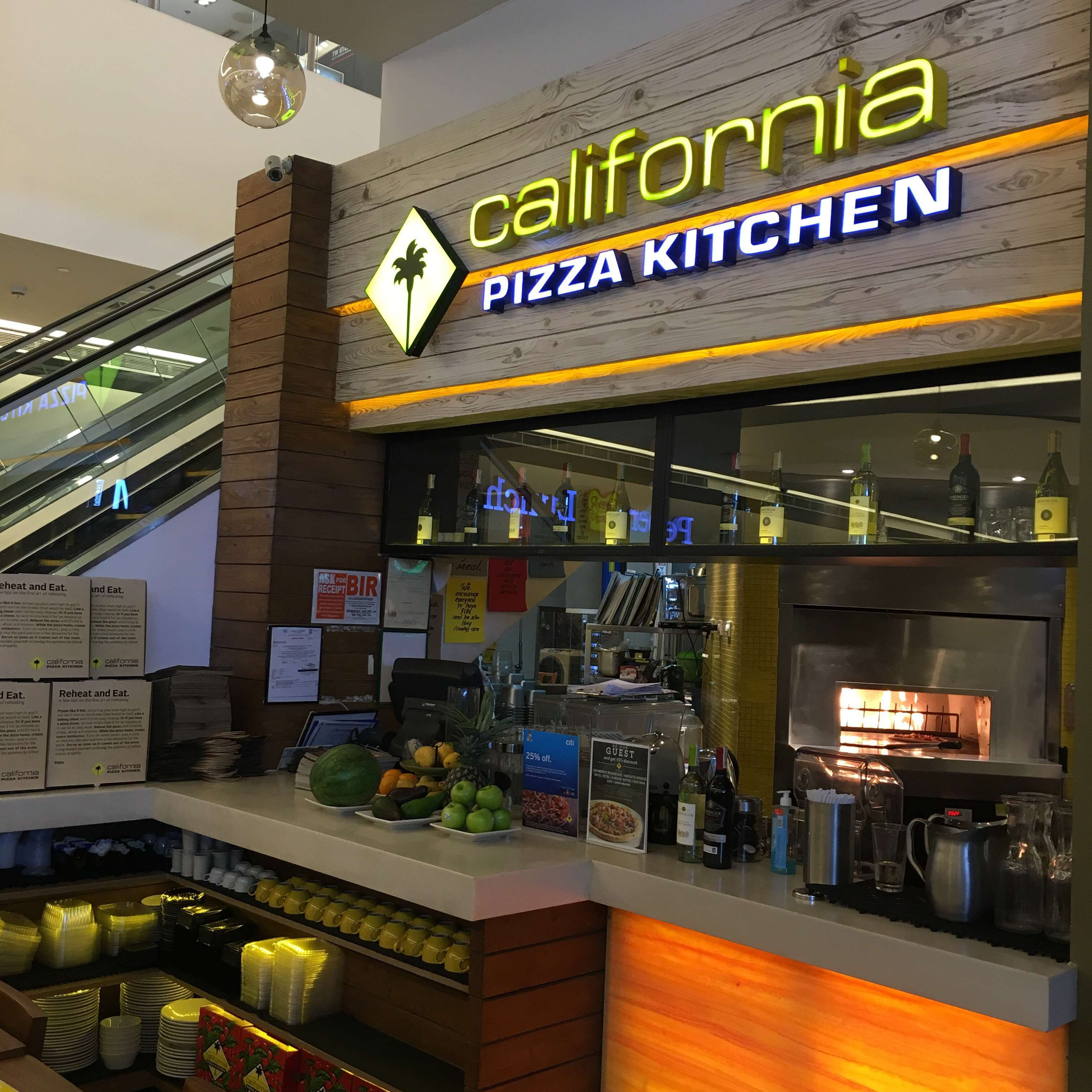 California Pizza Kitchen, Poblacion