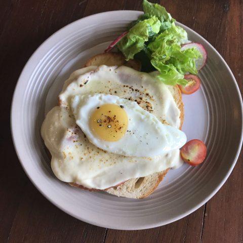 Croque Cafe + Bakery, Legaspi Village